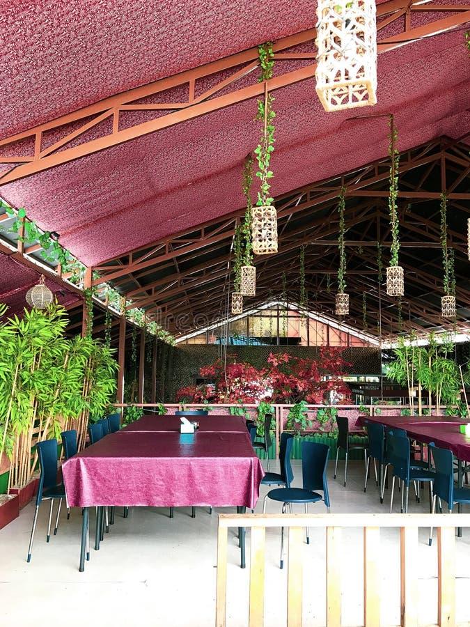 Stordimento rosso di progettazione nel ristorante Java Indonesia immagini stock