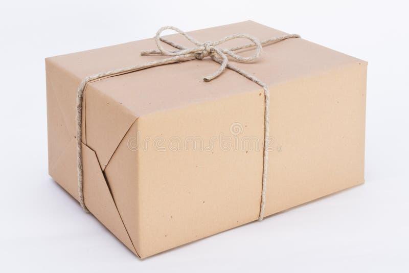 Storen paketerar ordnar till för sändning royaltyfria foton