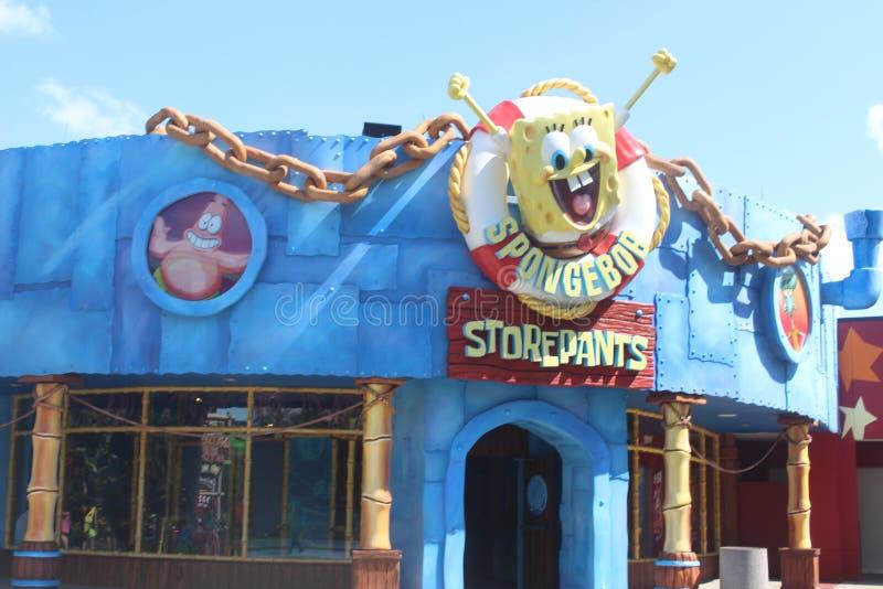 Storepants de spongebob dans le parc à thème image libre de droits