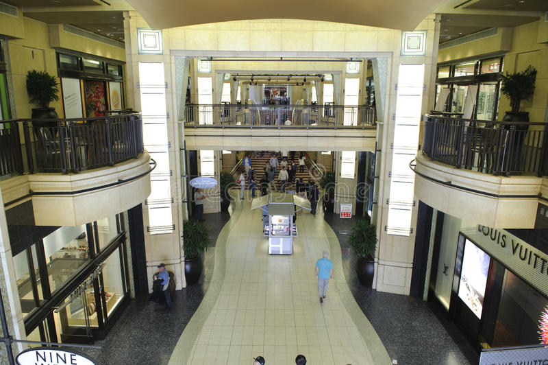 Stores And Restaurants In Kodak Theater Editorial Stock Photo