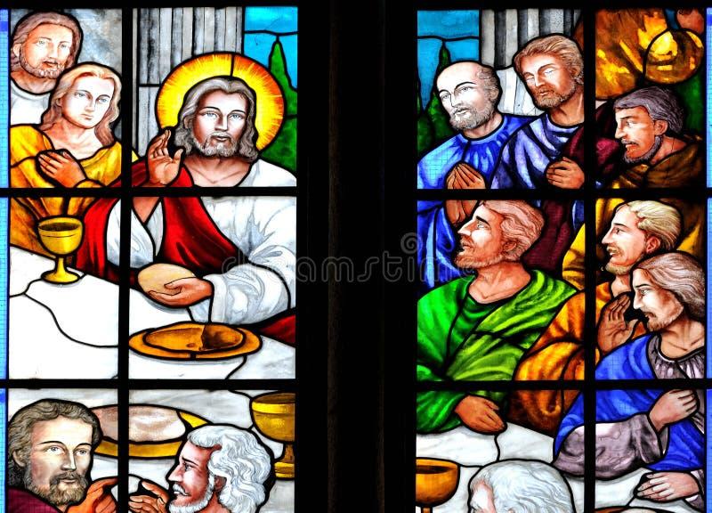 Storia della bibbia sulla finestra di vetro macchiata della chiesa immagine stock
