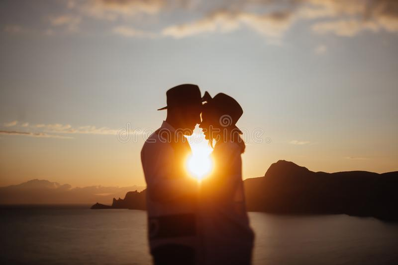 Storia di amore sul tramonto fotografia stock libera da diritti