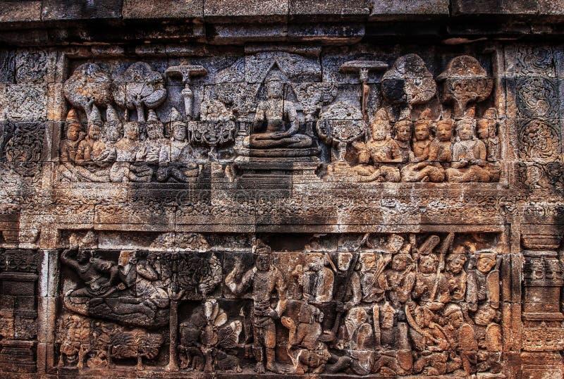 Storia di arte di sollievo del buddista alla parete del tempio del borobudur fotografia stock