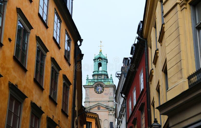 Storkyrkan, catedral de São Nicolau e construções em Gamla Stan imagens de stock