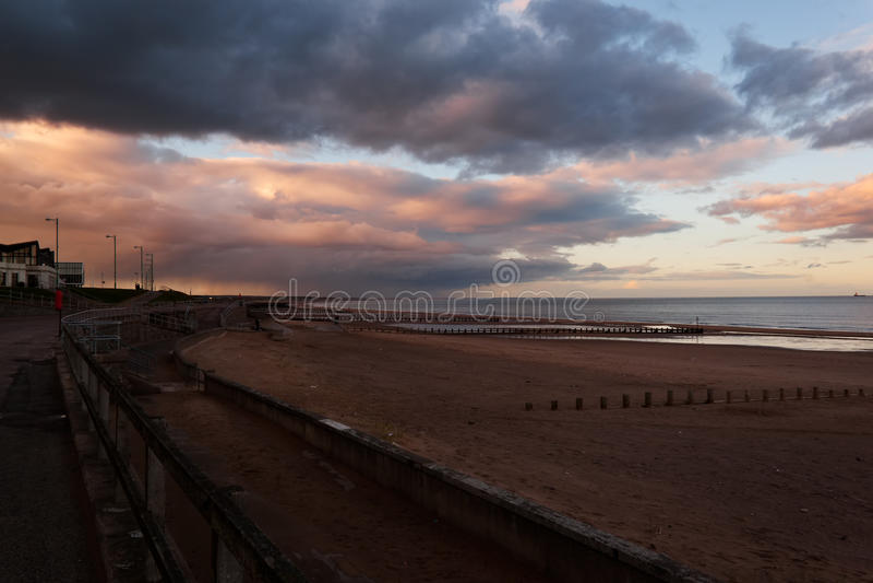 Storm över stranden royaltyfria foton