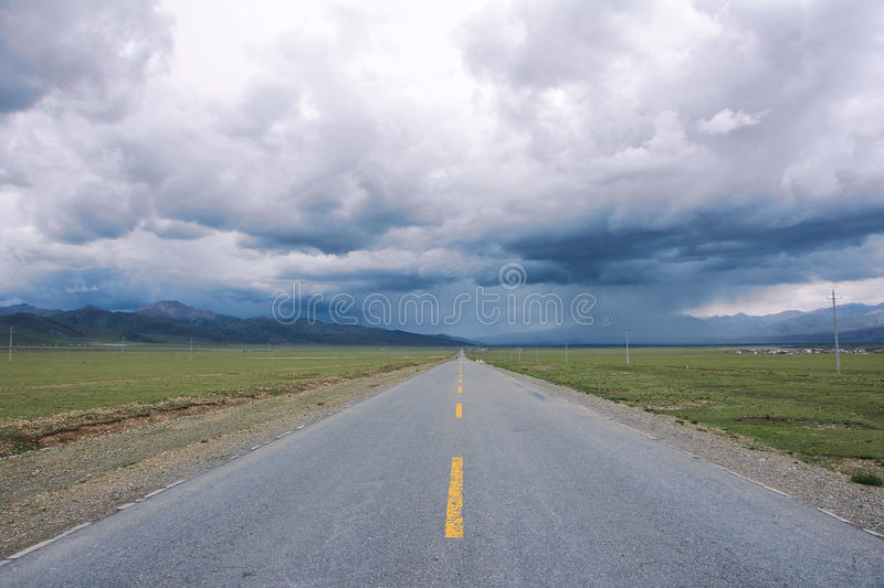 Download Storm Clouds And Highway Royalty Free Stock Images - Image: 32908179