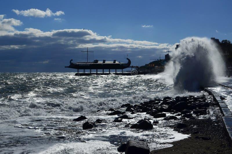 Storm i Yalta royaltyfri foto