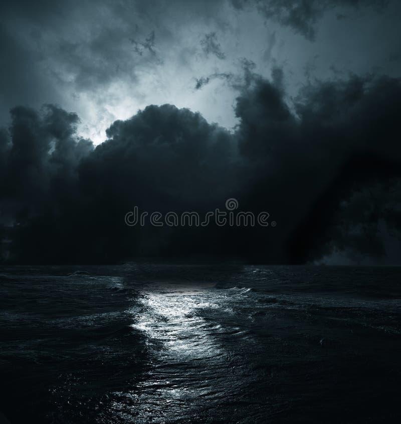 Storm på havet arkivbilder