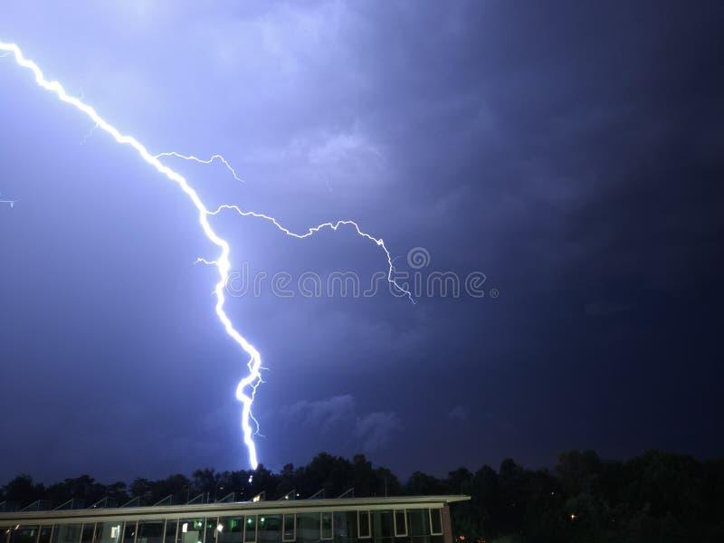 Storm på natten arkivfoton