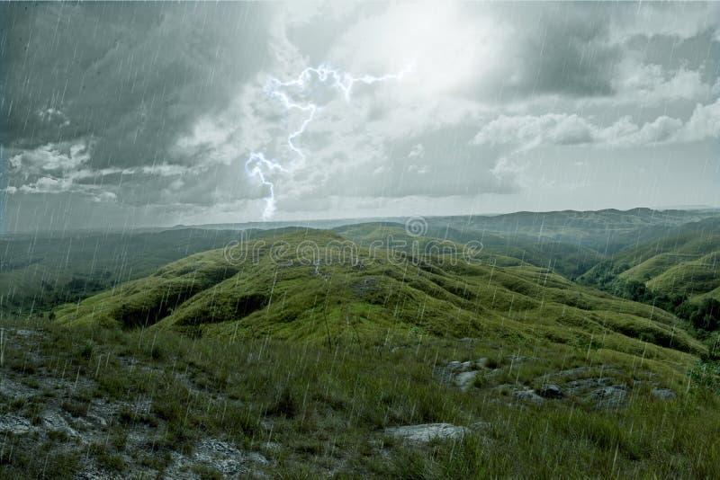 Storm tijdens de regen royalty-vrije stock afbeeldingen