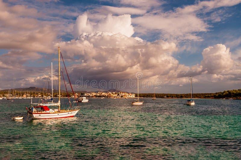 Stormachtig en zonnig stock foto