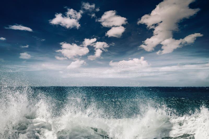 Stormachtig oceaanlandschap royalty-vrije stock foto
