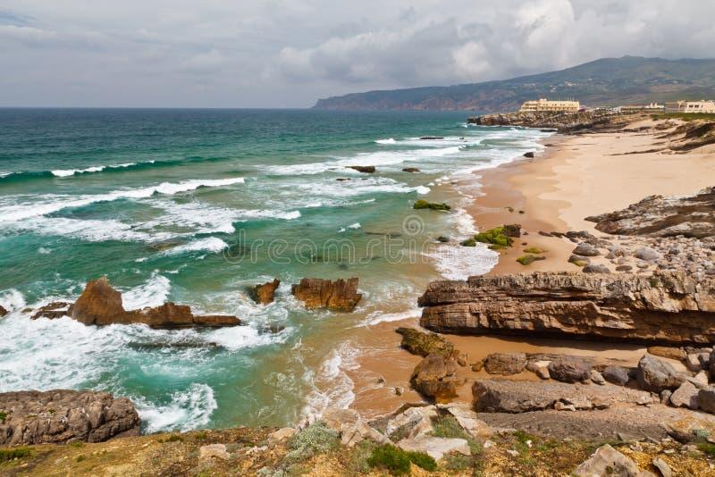 Stormachtig OceaanStrand Guincho in Portugal stock foto's