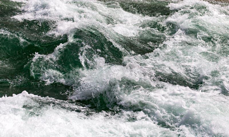 Stormachtig oceaanwater als achtergrond royalty-vrije stock foto