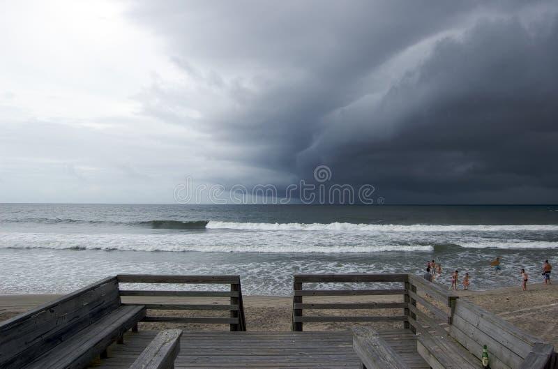 Stormachtig strand stock foto