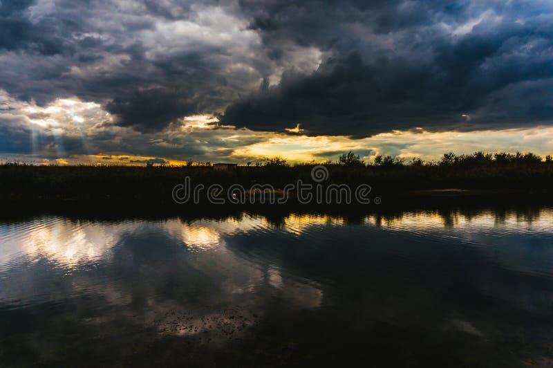 Stormachtig weer stock afbeeldingen