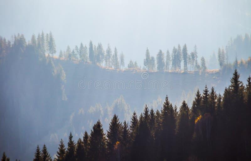 Stormachtig weer in bergen royalty-vrije stock foto's