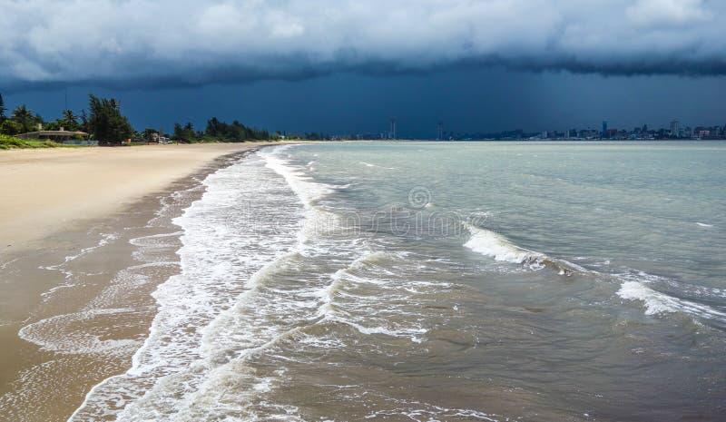 Stormachtig weer en Maputo baai stock afbeeldingen