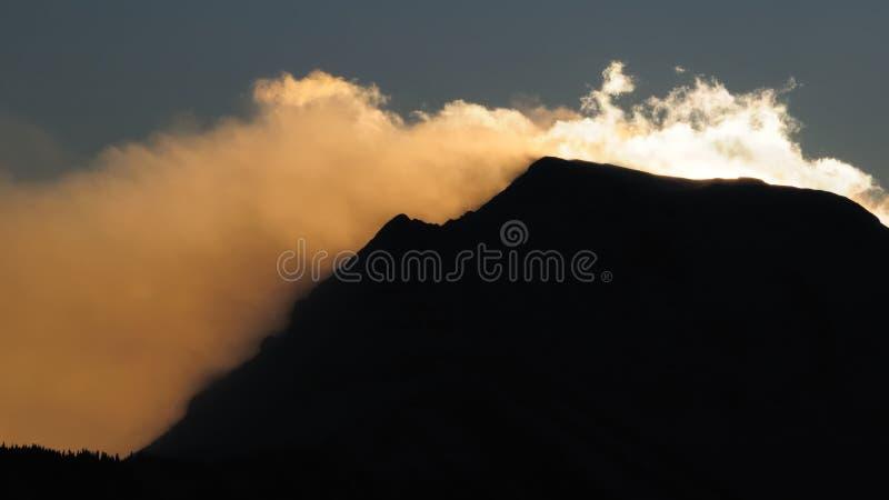 Stormachtige bergen no.2 stock afbeeldingen