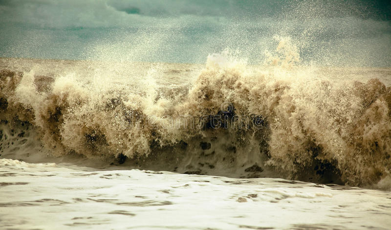 Stormachtige golven royalty-vrije stock fotografie