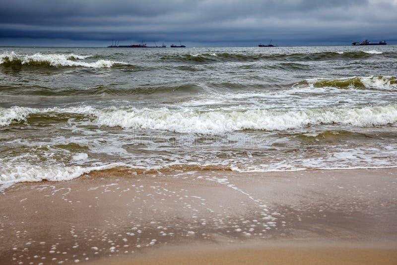 Stormachtige Oostzee met schepen royalty-vrije stock afbeeldingen
