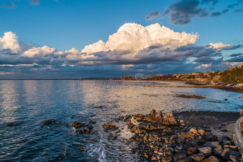Stormachtige wolk over Frankston-kustlijn stock afbeeldingen