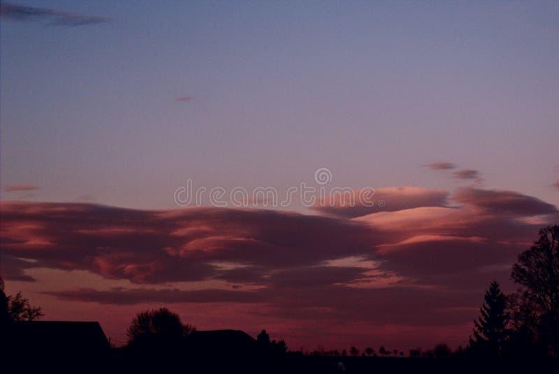Stormachtige Wolken in de Avond Hemel stock foto's