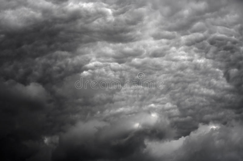 Stormachtige wolken in HDR royalty-vrije stock foto