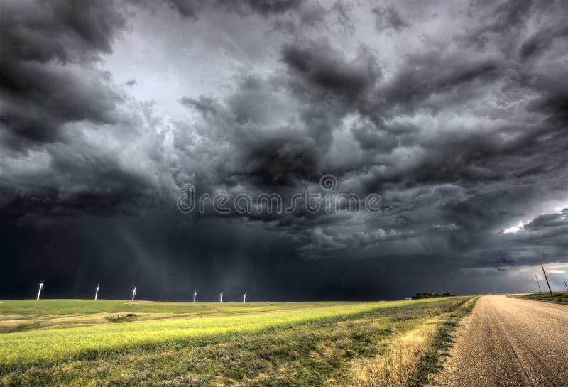 Stormen fördunklar Saskatchewan arkivbilder