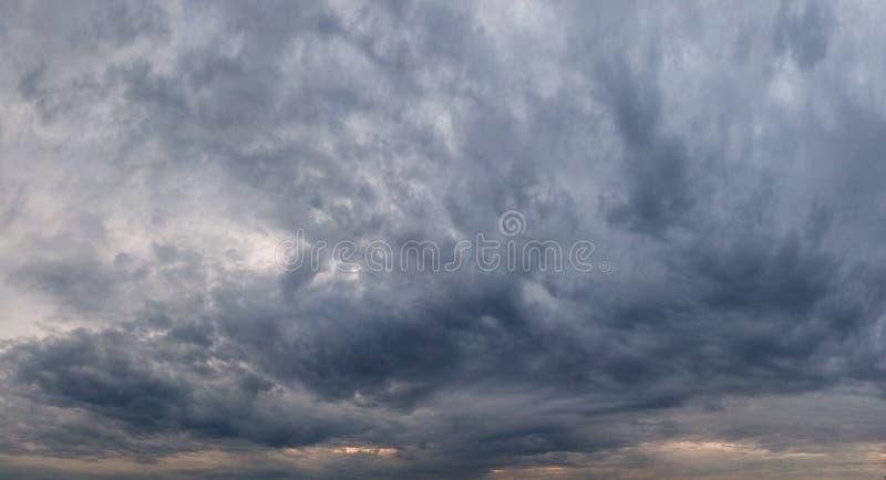 Stormig panorama för himmelcloudscapehimmel royaltyfri fotografi