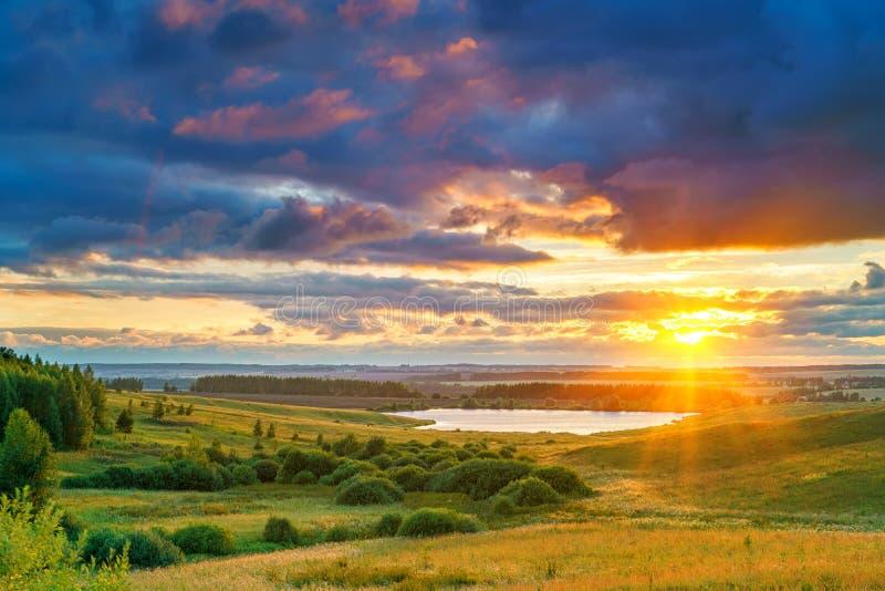 Stormig solnedgång för sommar royaltyfri fotografi