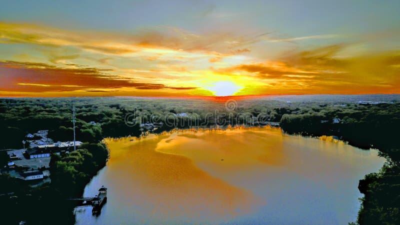 Stormig solnedgång på sjön royaltyfria foton