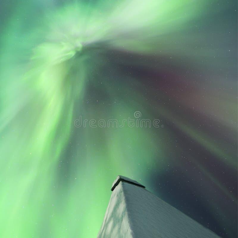 Stormiga nordliga ljus royaltyfria foton