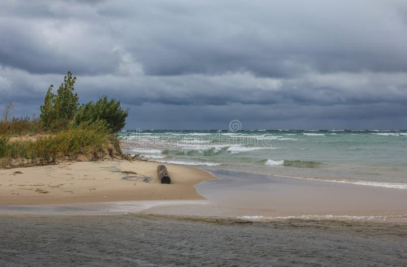 Stormmoln över Lake Michigan royaltyfria bilder