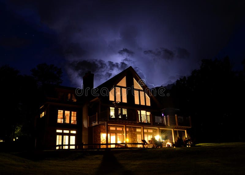 Stormmoln av ett hus royaltyfri foto