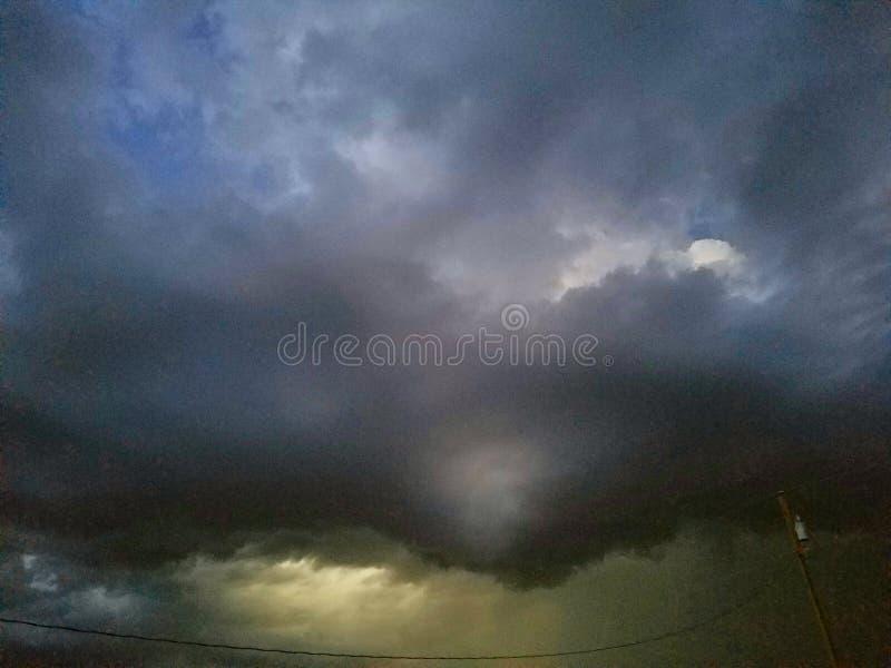 Stormmoln som hotar dåligt väder royaltyfri foto