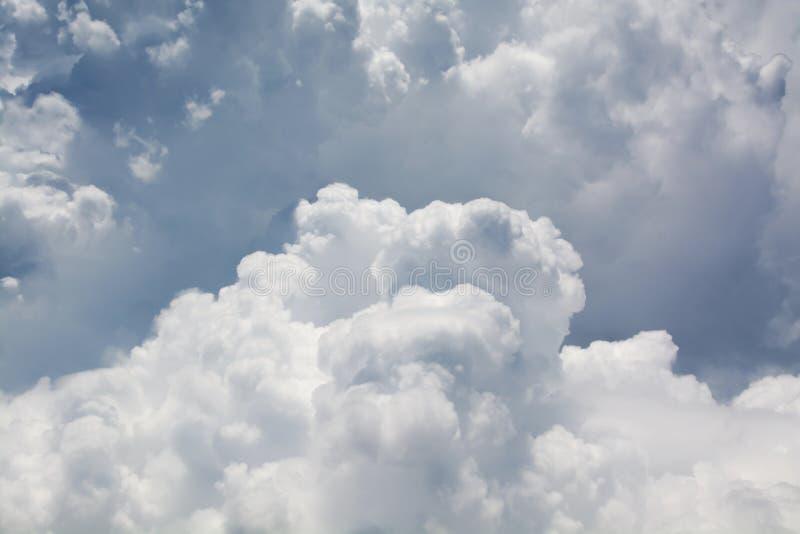 Stormy Curly Clouds immagine stock libera da diritti