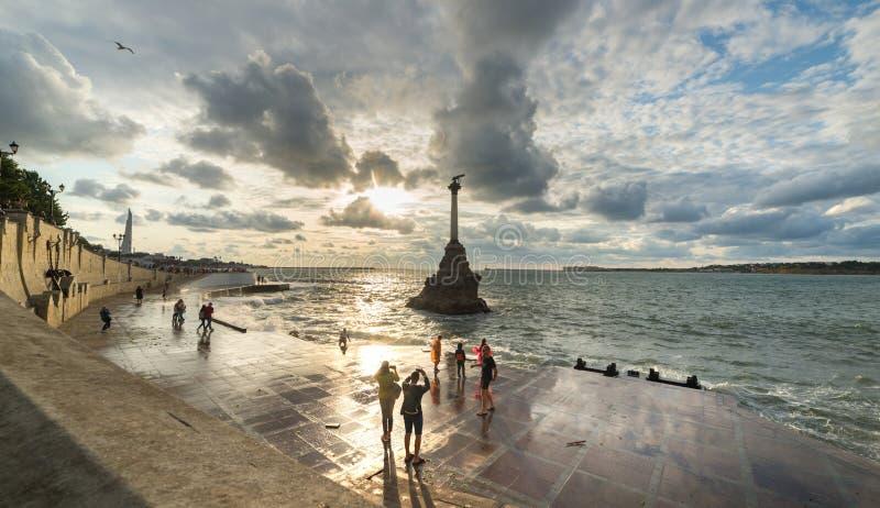 Stormy Sevastopol na Crimeia Monumento aos navios afundados imagem de stock
