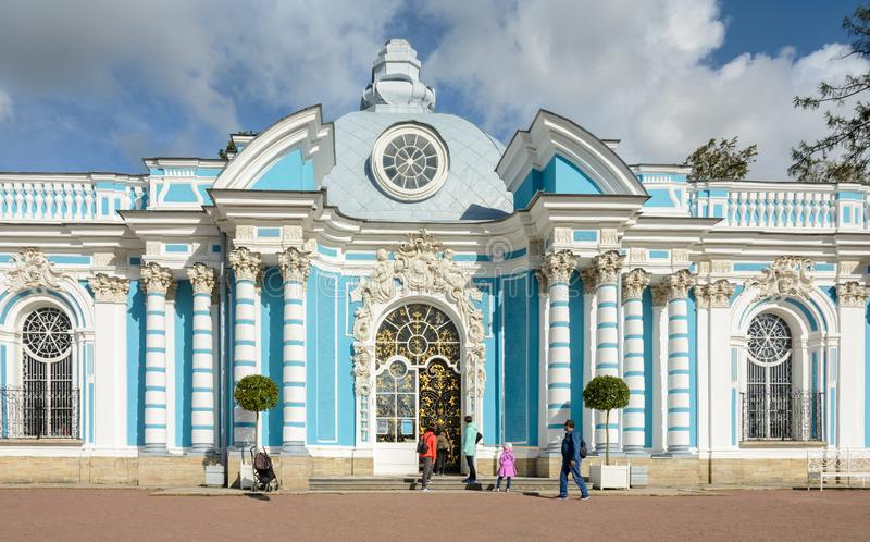 Storseglet består av tre delar Sidohalvcirkelformiga rum Väggarna dekoreras med stuckaturen Paviljongen är fotografering för bildbyråer