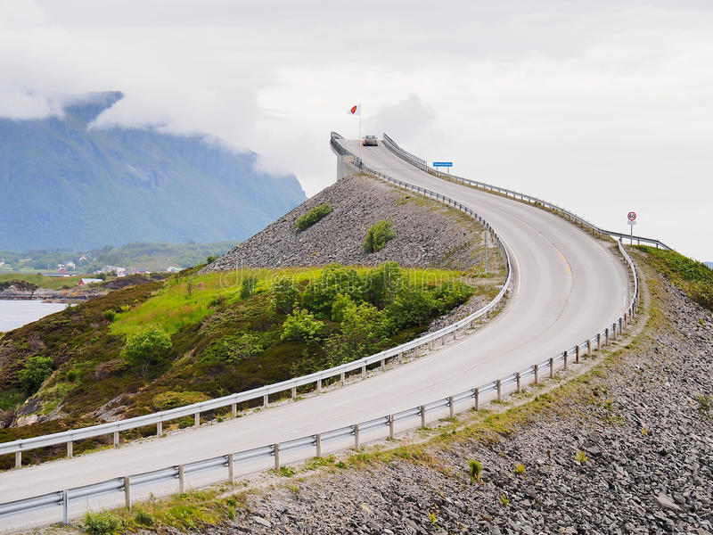 Storseisundetbrug, de belangrijkste aantrekkelijkheid van de Atlantische weg noorwegen stock afbeelding