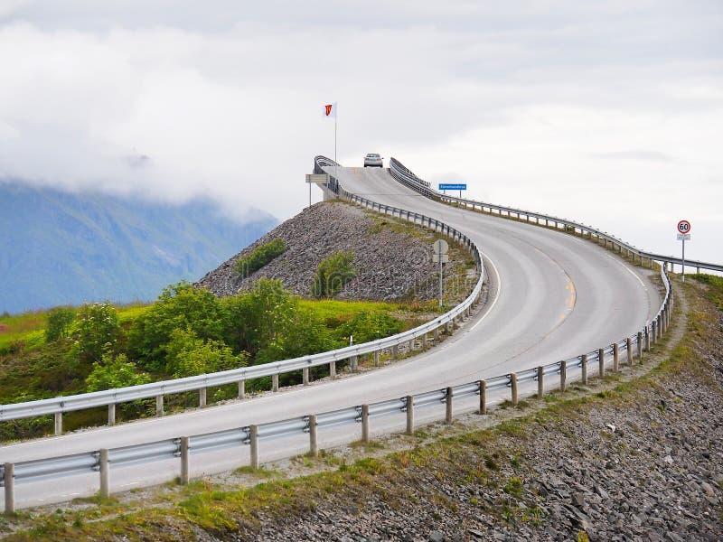 Storseisundetbrug op de Atlantische Weg noorwegen royalty-vrije stock afbeelding