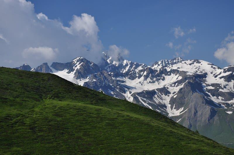 Storslagen combinmassiv, italienska fjällängar, Aosta Valley. royaltyfri foto