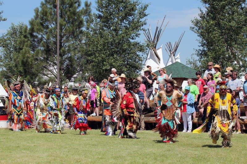 Storslagen ingång - Powwow 2013 royaltyfri fotografi