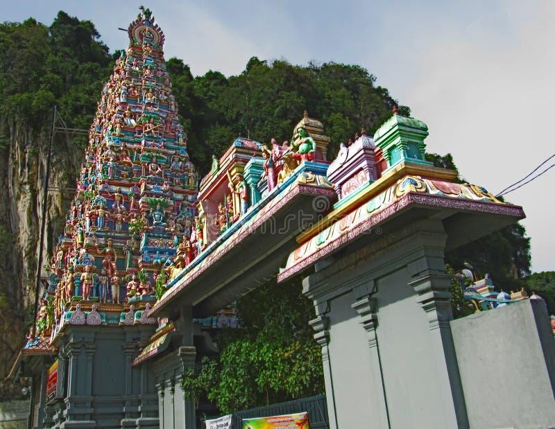 Storslagen ingång till den Sri Subramaniar indiertemplet arkivfoton