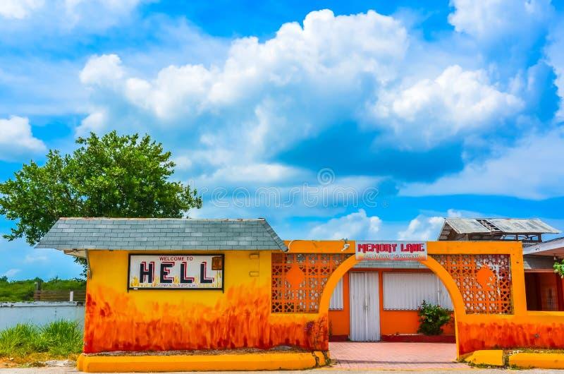 Storslagen kajman för välkomnande till helvetet - arkivbilder