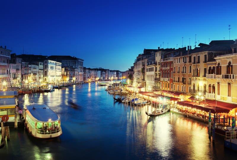 Storslagen kanal i solnedgångtid, Venedig arkivfoto