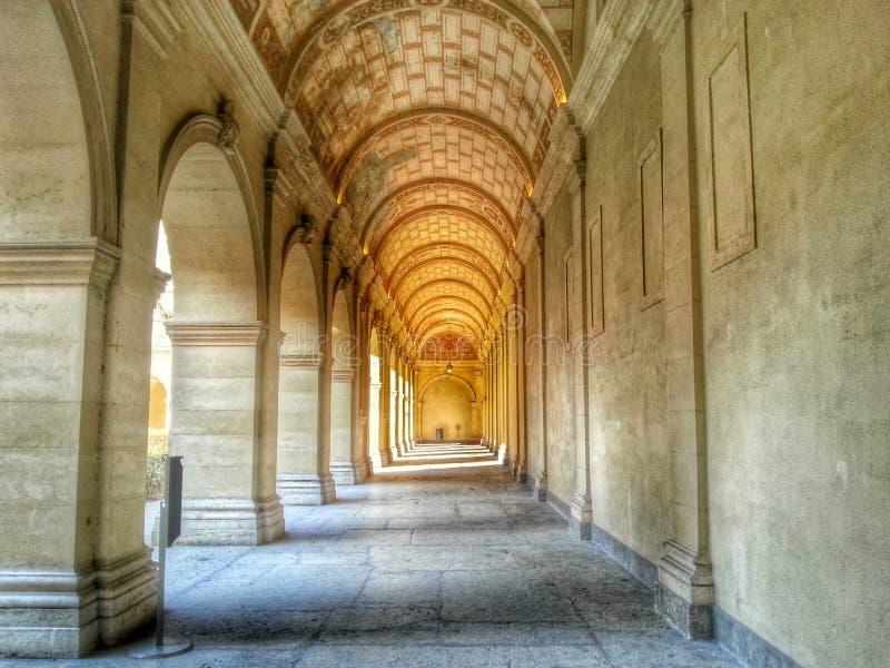 Storslagen korridor av konsterna för Musee des-beaux, Lyon gammal stad, Frankrike arkivfoton
