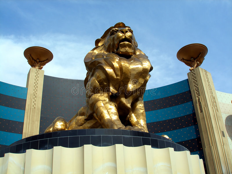 storslagen lionmgmstaty arkivbild