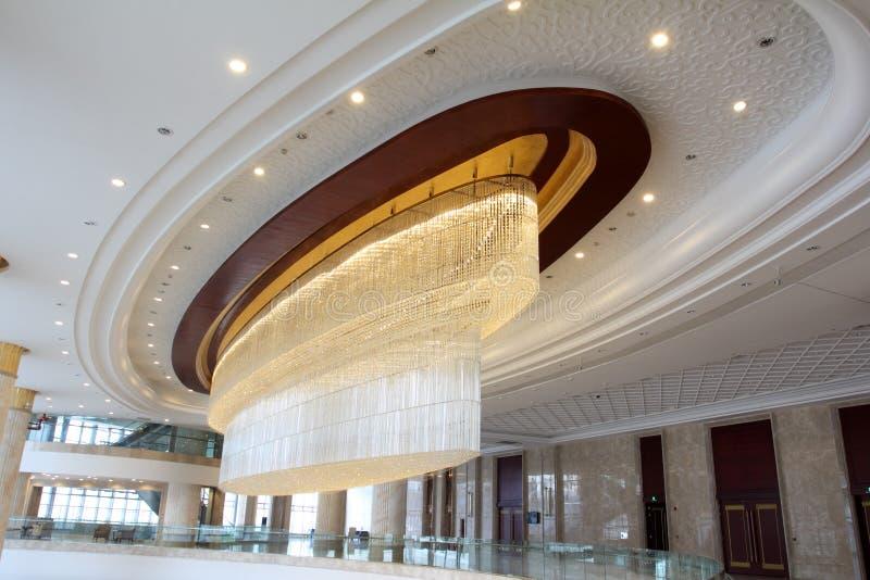 Storslagen lyxig hotellkorridor fotografering för bildbyråer