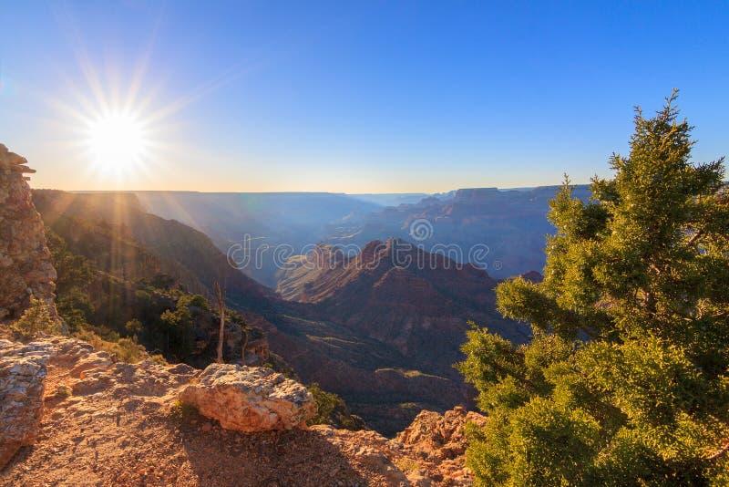 storslagen majestätisk utsikt för kanjonskymning royaltyfri foto